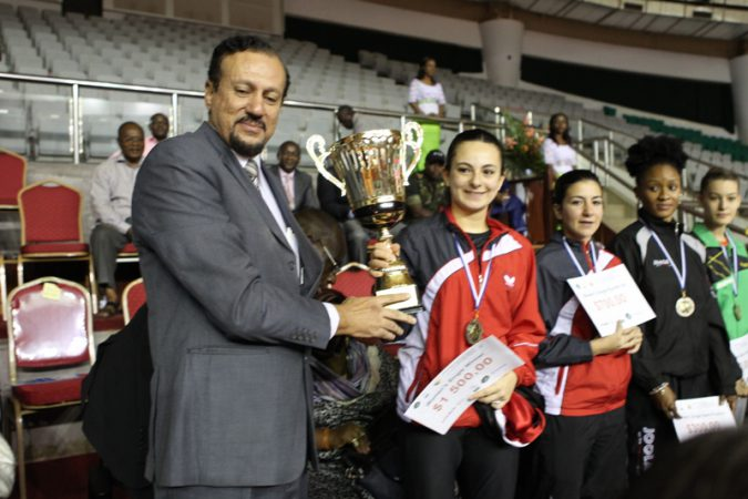ATTF President, Khaled El-Salhy presents the 2015 trophy to Egypt's Dina Meshref in Yaounde, Cameroon.
