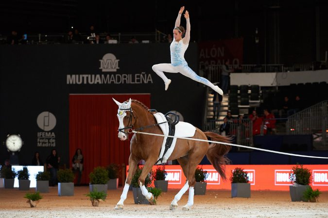 Anna Cavallaro (ITA) wins the FEI World Cup™ Vaulting series opener at Madrid Horse Week with Monaco Franze 4, lunged by Nelson Vidoni. (Daniel Kaiser/FEI)