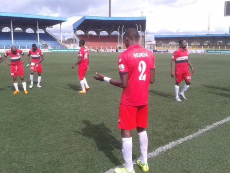 ihunda-prays-before-the-game-vs-wolves-rivers-united-chigozie-ihunda-npfl-nigeria-professional-football-league