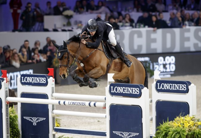 Spain's Eduardo Alvarez Aznar galloped to victory with Rokfeller de Pleville Bois Margot in today's 11th leg of the Longines FEI World Cup™ Jumping 2016/2017 Western European League in Zurich, Switzerland. (Stefan Lafrentz/FEI)