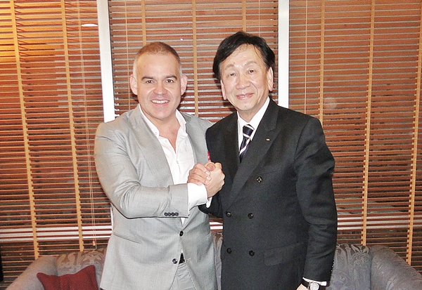 AIBA President Dr Ching-Kuo Wu (Right) and WBA President Mr Gilberto Mendoza (Left).